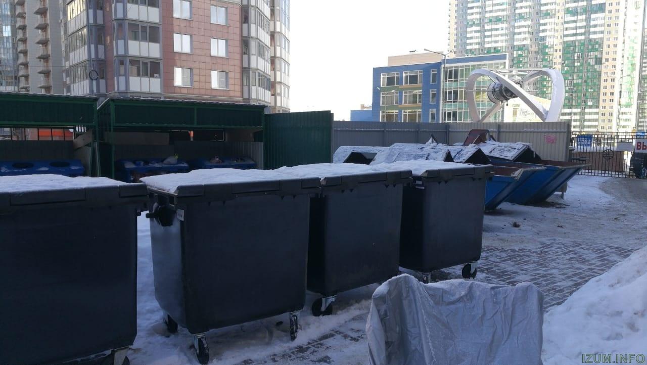 Изумрудные холмы контейнеры во дворе (1).jpg