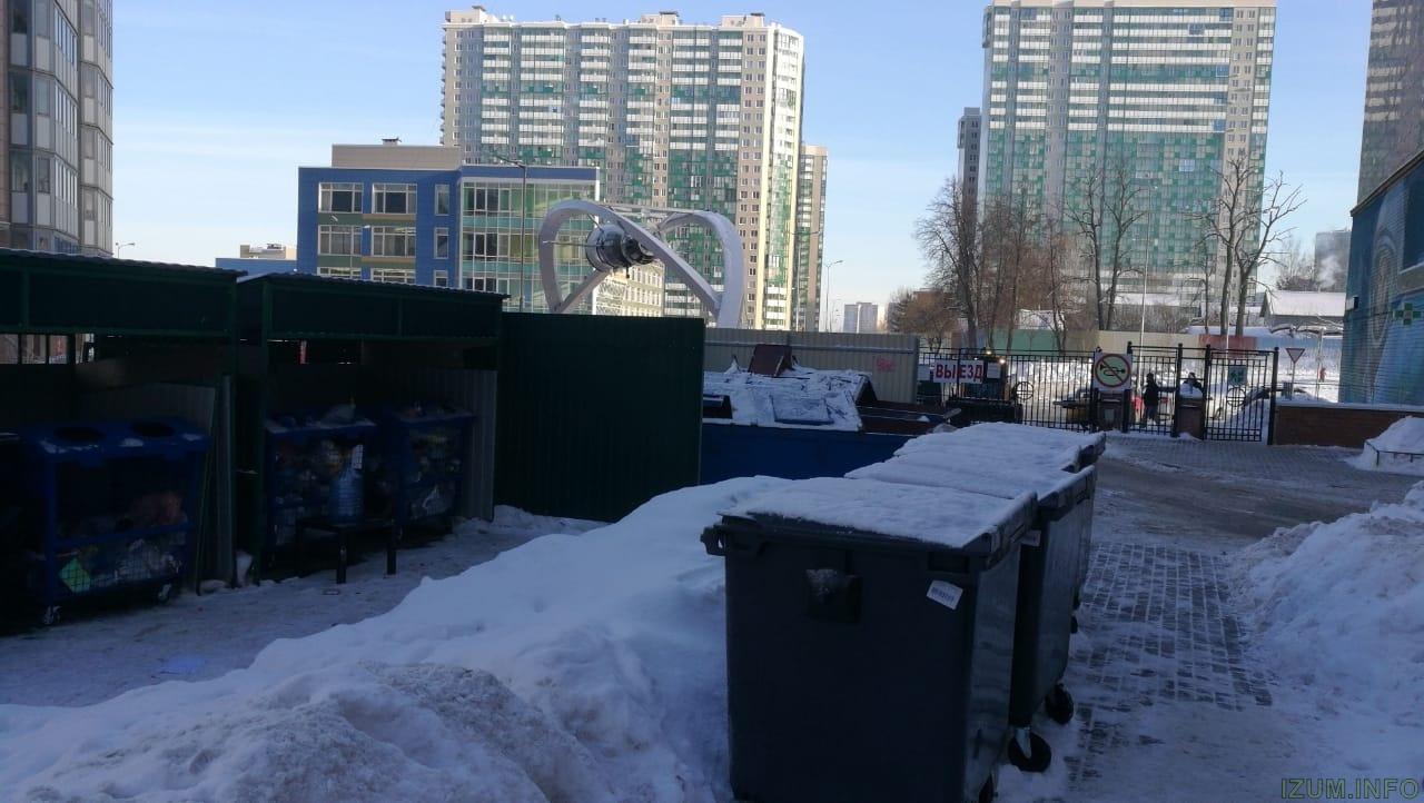 Изумрудные холмы контейнеры во дворе (3).jpg