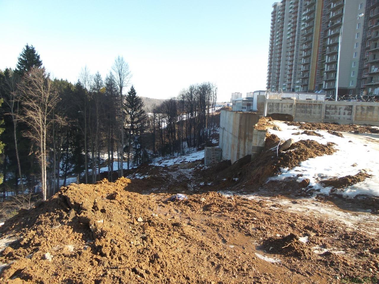 Река Банька мусор со стройки izum.info (1).jpg