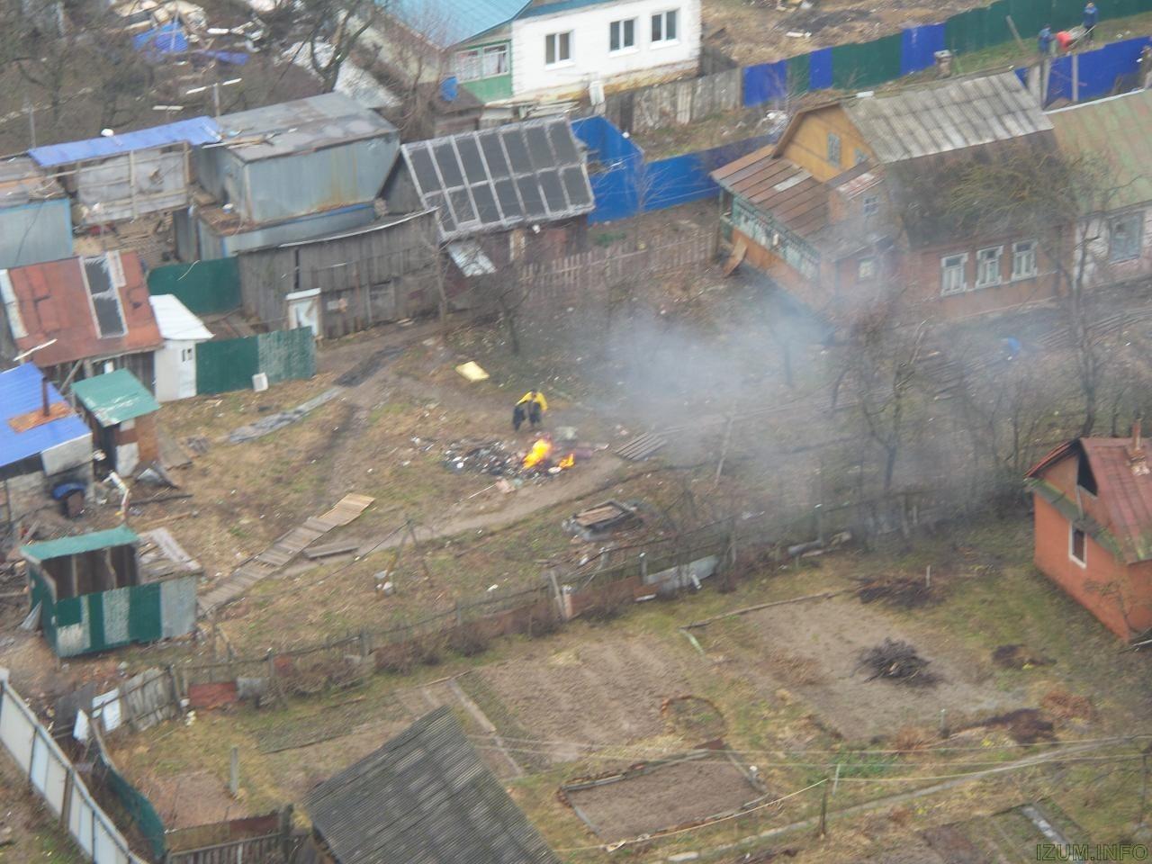 Изумрудные холмы сжигают мусор под домом (1).jpg