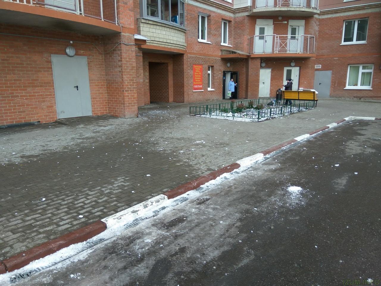Изумрудные холмы лёд падает с крыш на тротуары (4)_новый размер.jpg