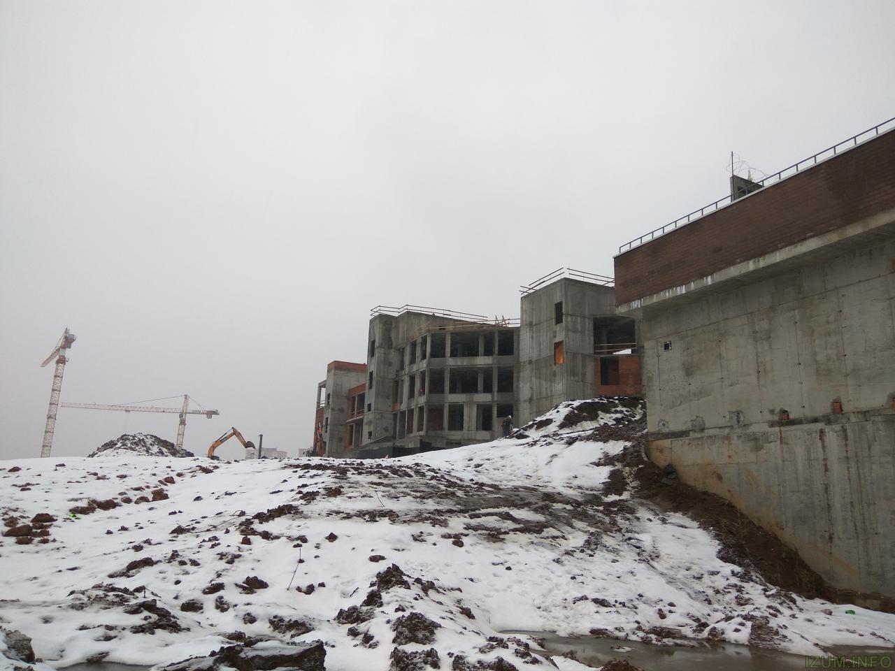 Изумрудные холмы стройка школы (2).jpg