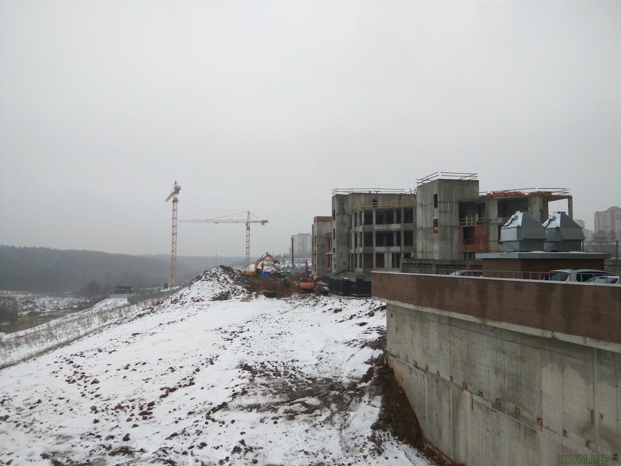 Изумрудные холмы стройка школы (4).jpg